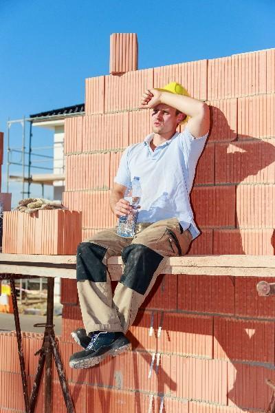 Trop chaud pour travailler ? Que dit le Code du Travail en cas de canicule ?
