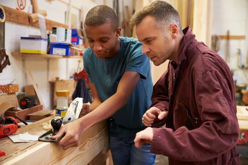 Apprentissage: Voie de garage ou avenir de l'emploi?