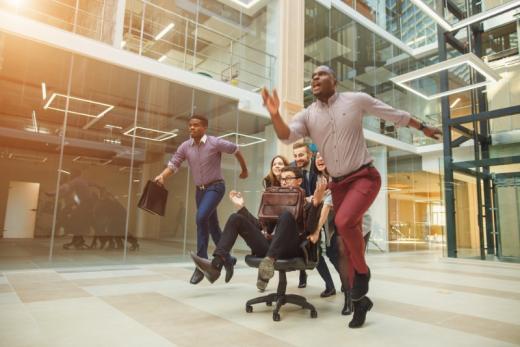 Travailler moins pour produire plus : Le pari de rares entreprises