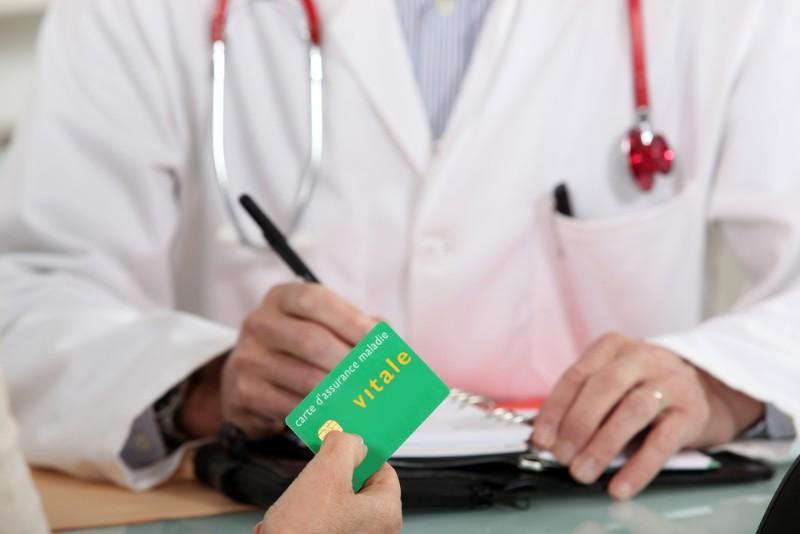 Arrêt maladie : pourquoi le gouvernement veut faire payer les entreprises ?
