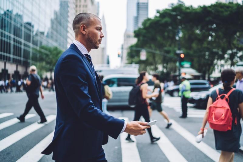 Trouver un boulot en traversant la rue ? Réalité ou fantasme ?