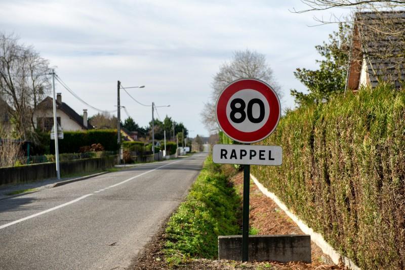 Limitation de la vitesse maximale autorisée à 80 km/h : qui devra payer les amendes ?