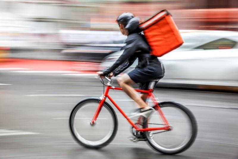 Les livreurs à vélo désormais reconnus comme des travailleurs?